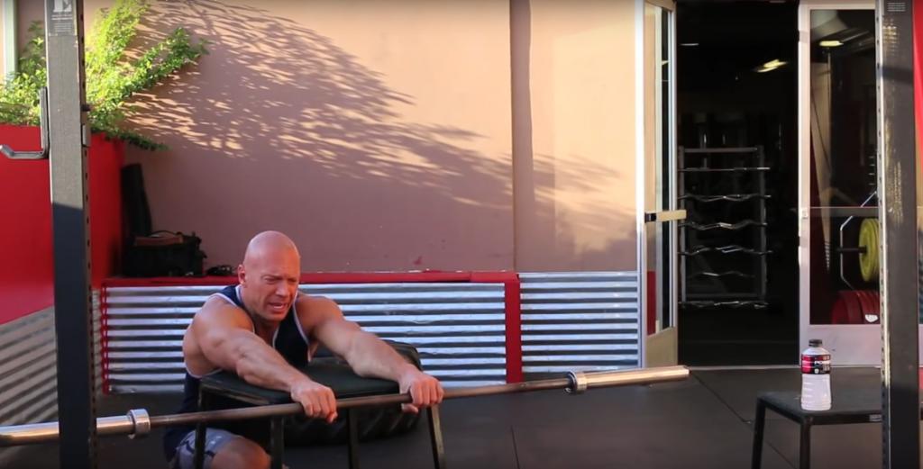 Упражнение на предплечья со штангой